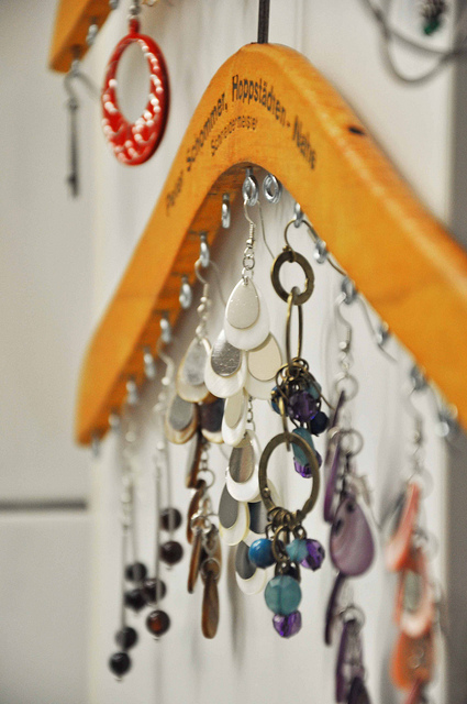 Diy Jewelry Organizers From Wooden Coat Hangers