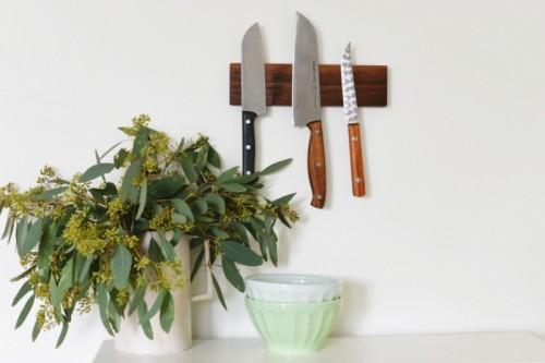 magnetic knife holder (via homedit)
