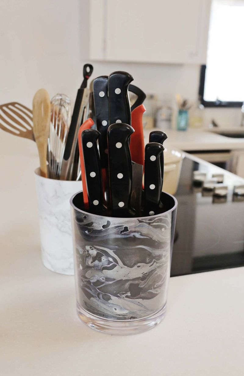 marbled knife holder