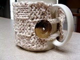 Free Mug Cozy Pattern (via twistedfibersdesigns)