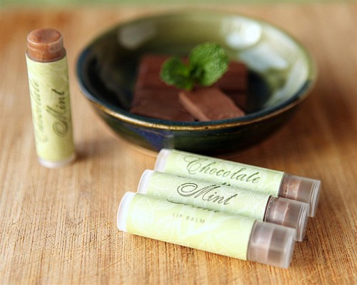DIY chocolate mint lip balm (via myownlabels)