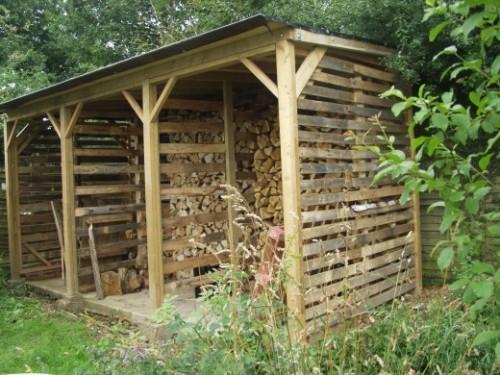 big log store (via hubpages)