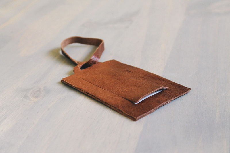 simple leather luggage tags