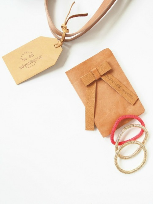 leather luggage tags with quotes (via eclectictrends)
