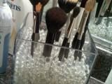 brush storage with glass beads