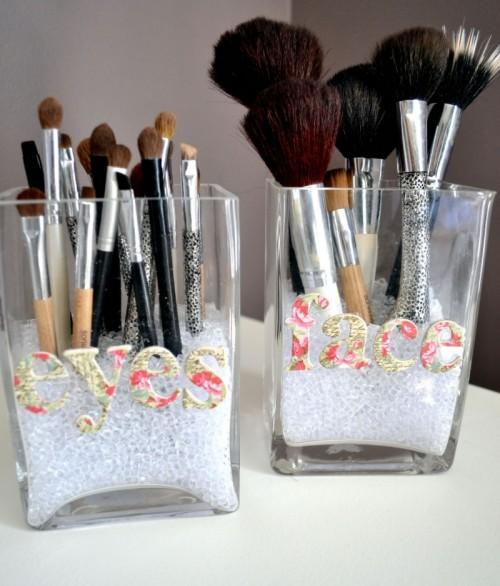 makeup brush storage of glass jars (via shelterness)