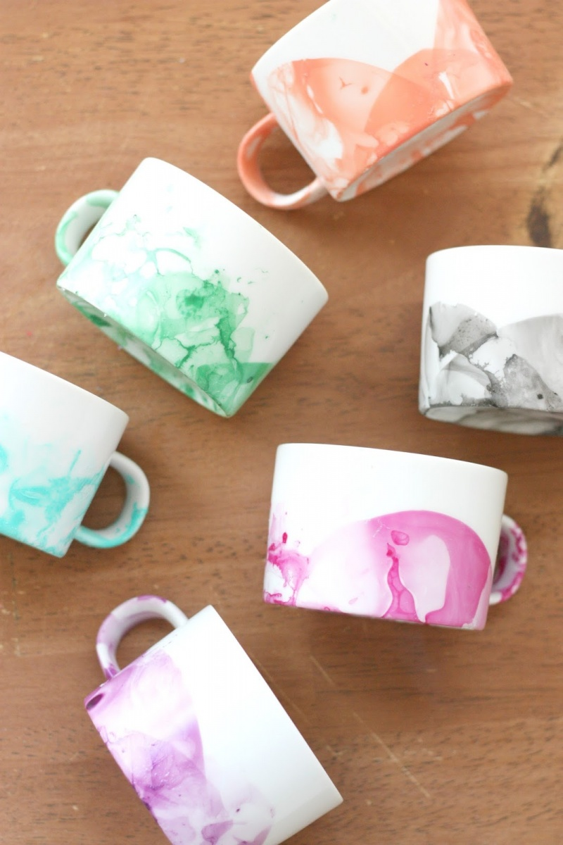 Picture Of diy marble mugs with nail polish  5