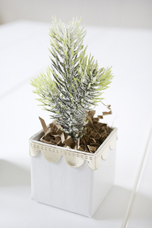 cool favors  diy mini christmas trees in boxes