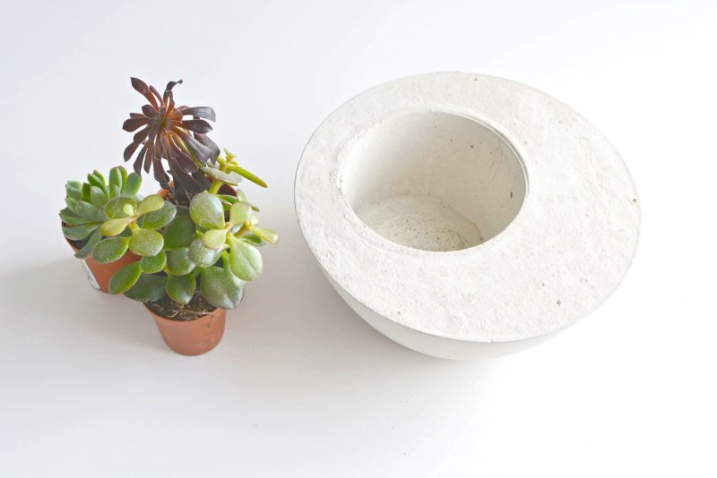 Picture Of diy minimalist round concrete planter  2