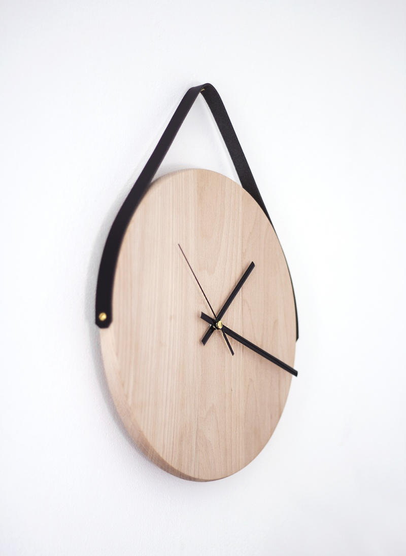Picture Of diy minimalist wall clock ofoa chopping board  1