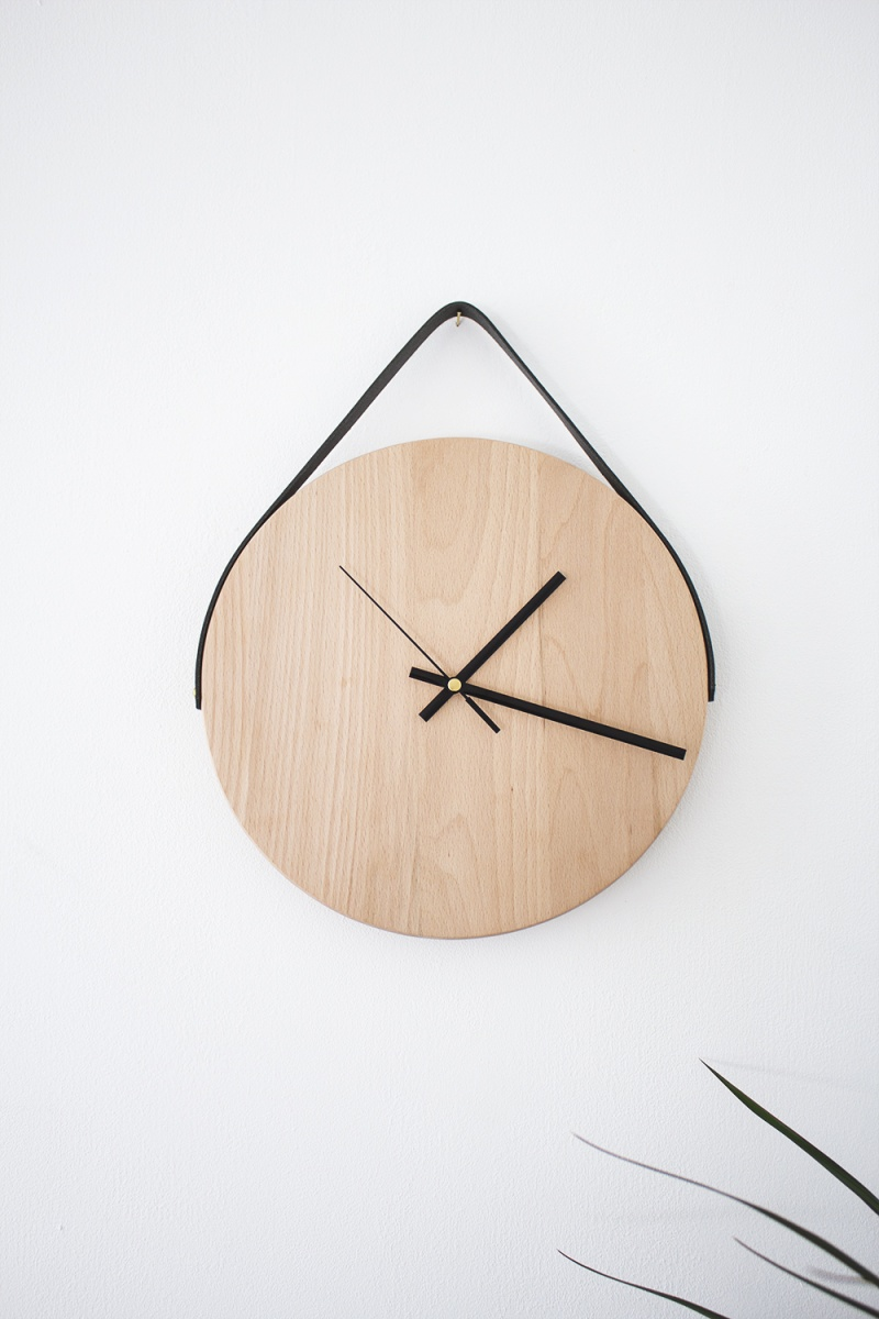 Picture Of diy minimalist wall clock ofoa chopping board  4