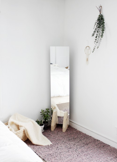 minimal floor mirror  via themerrythought. 7 DIY Modern And Minimal Mirror For Laconic Home D cor   Shelterness
