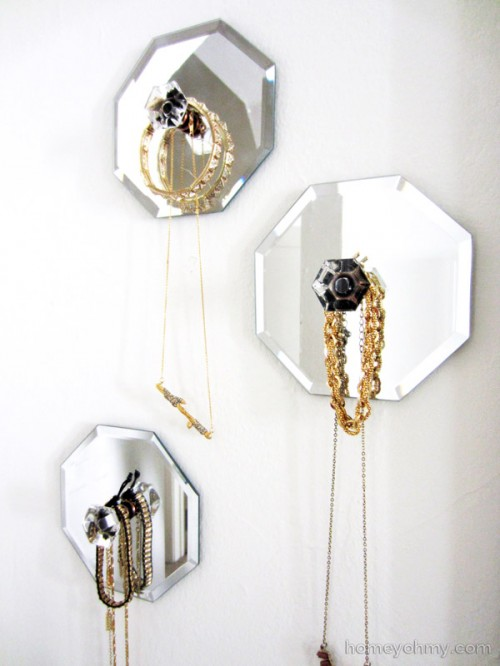 mirror jewelry holders (via homeyohmy)