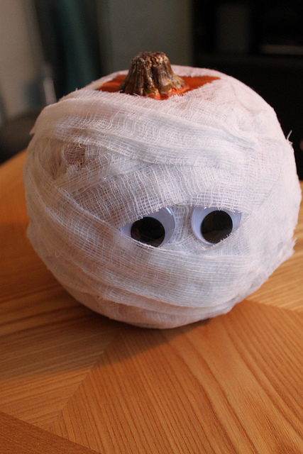Diy Mummy Pumpkins For Halloween Decor