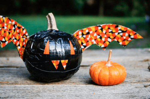 duct tape bat pumpkins (via hellonatural)