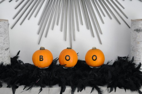 1 minute pumpkin decor (via lifeovereasy)