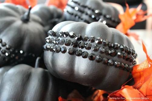 black glam glitter pumpkins (via uncommondesignsonline)