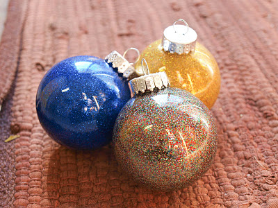DIY No-Mess Glitter Ornaments