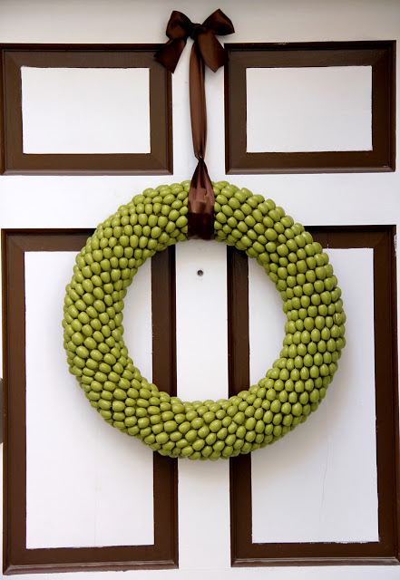 green acorn wreath (via littlethingsbringsmiles)