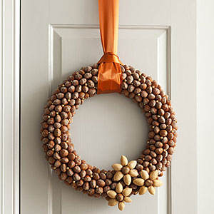 easy acorn wreath (via allyou)