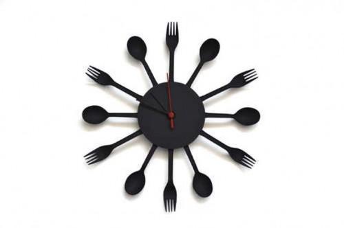 Modern And Original DIY Kitchen Clock