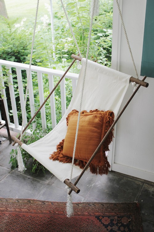 8 diy outdoor and indoor hanging chairs shelterness for Diy indoor hanging chair