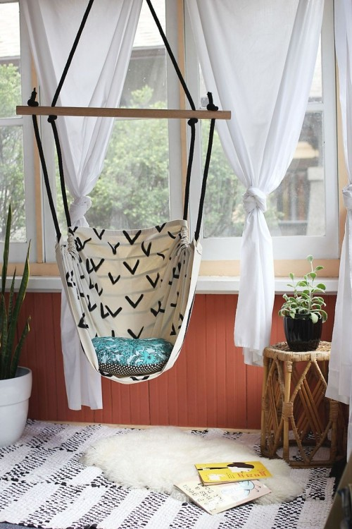 8 diy outdoor and indoor hanging chairs shelterness for How to install a hanging hammock chair indoors