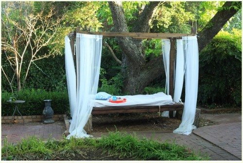 7 DIY Outdoor Hanging Beds To Make Yourself