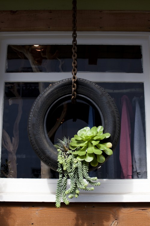 DIY Outdoor Hanging Planter Of A Tyre