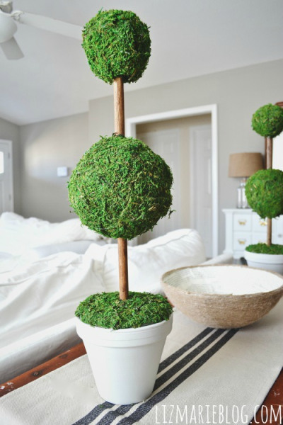 moss topiaries (via lizmarieblog)