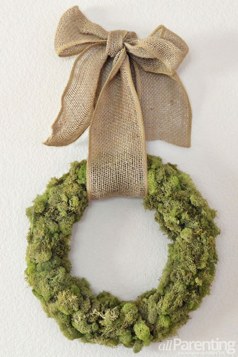 moss covered wreath with burlap (via allparenting)