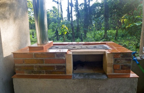 easy outdoor stove, grill and smoker (via 10degreesabove)