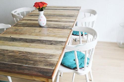 Diy pallet door dining table 1 500x333