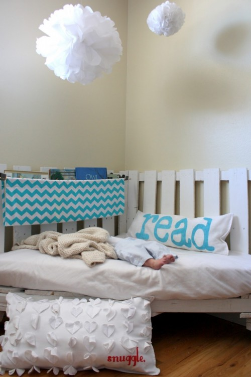 DIY Pallet Reading Nook