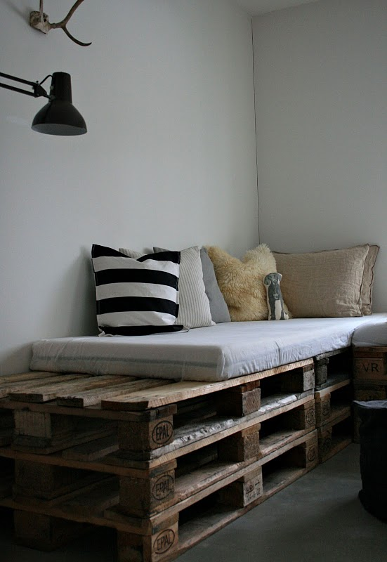 DIY Daybeds Of Shipping Pallets » DIY Pallet Sofa