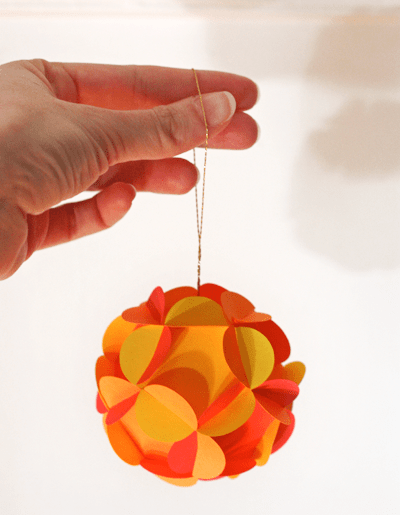 DIY 3D Paper Ball Ornaments (via howaboutorange)