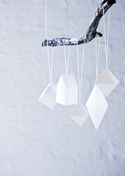 DIY Minimalist Paper Christmas Ornaments (via scandinaviandeko)