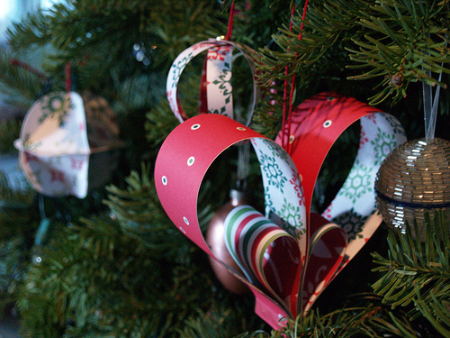 diy paper heart ornaments via reesedixon