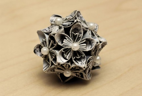 Handmade Paper Flowers To Use As Stylish Christmas Ornaments (via findinspirations)