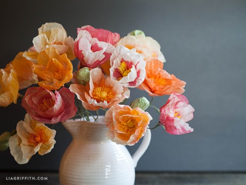 tissue paper poppies (via liagriffith)