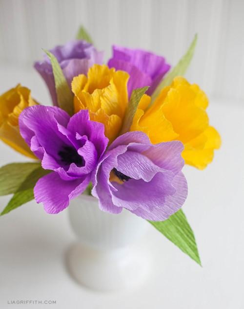 crepe paper tulips (via liagriffith)