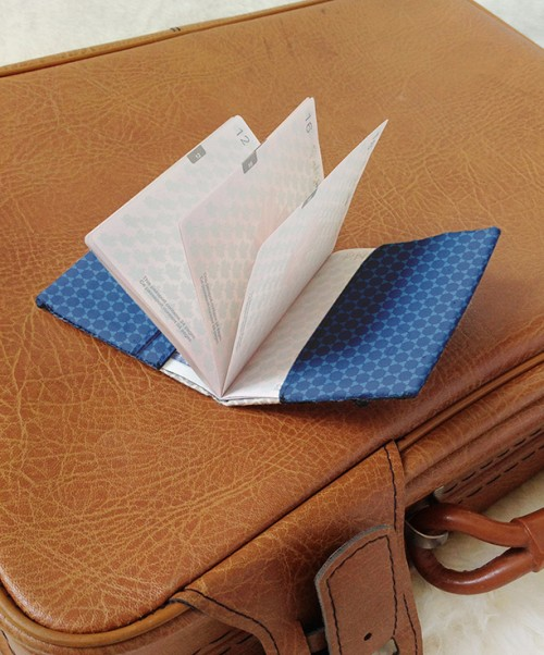 fabric passport cover (via camelotfabricsblog)