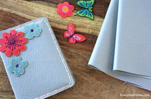 floral passport holder (via everydaydishes)