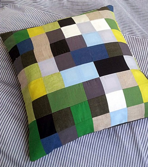 modern patchwork cushion (via thred-hed)