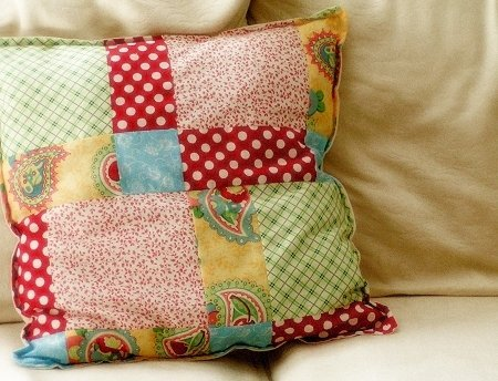simple patchwork pillow (via apartmenttherapy)