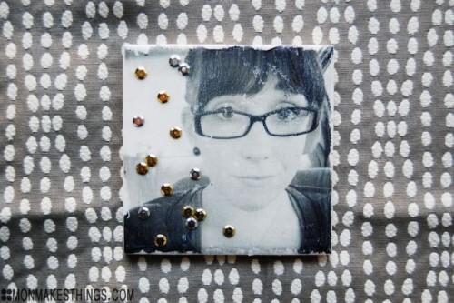 photo transfer photo coasters (via monmakesthings)