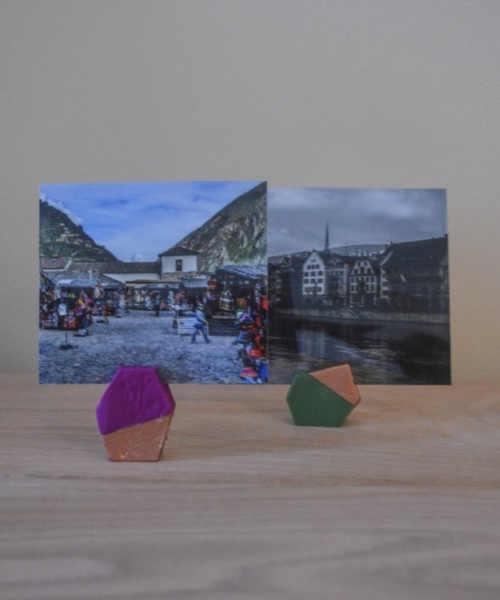 clay geometric photo holders (via ajoyfulriot)