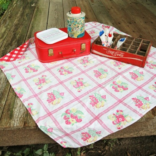 upcycled tablecloth blanket (via mysocalledcraftylife)