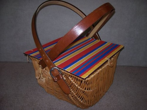 rustic picnic basket with liner (via instructables)