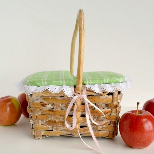 classic picnic basket (via overtheappletree)